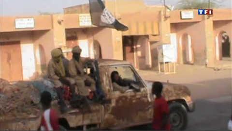 Mali : la junte s'écarte du pouvoir, situation toujours confuse au Nord