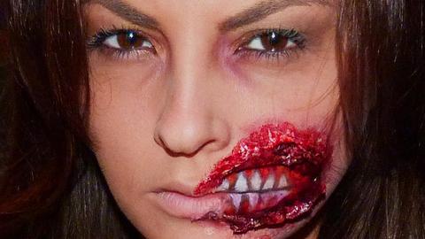 Maquillage Effets Spéciaux : Bouche Arrachée sur Julia Flabat, Chroniqueuse Hollywood Girls 2