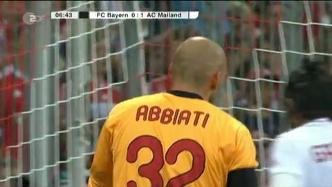 Mario Gomez court les fesses à l'air en plein match