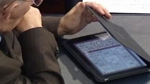 Le ministre Allemand joue au sudoku pendant le sauvetage de la Grèce
