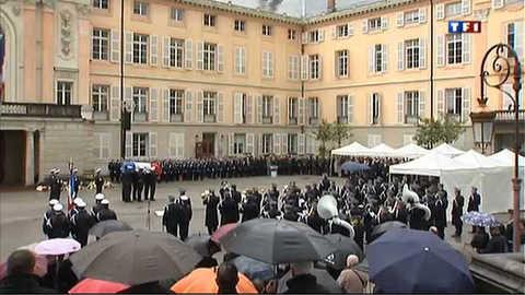 Minute de silence et hommage au policier tué à Chambéry