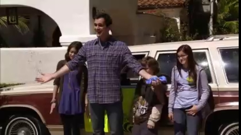 Modern Family - 2x01 - The Old Wagon - Extrait 6 du Season Premiere
