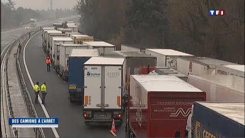 Neige : des camions bloqués sur l'A8