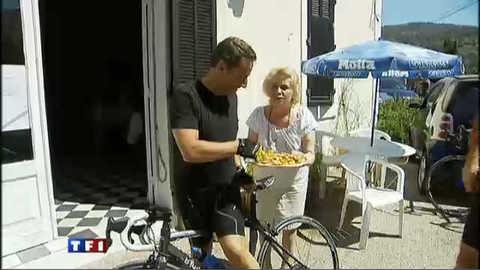 Nicolas Sarkozy fond pour les beignets de Ginette