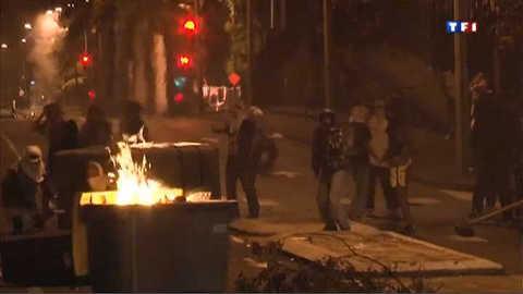 Une nuit d'affrontements entre jeunes et police à La Réunion