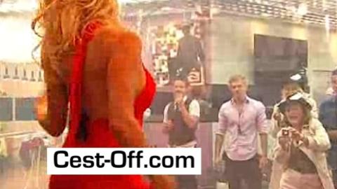 Pamela Anderson dans Big Brother Australia : Elle fait son show derrière une vitre !