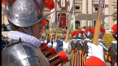 """Pâques : Traditionnel message """"Urbi et orbi"""" au Vatican"""