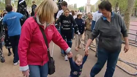"""Paralysée, elle fait le marathon de Londres avec des """"jambes bioniques"""""""