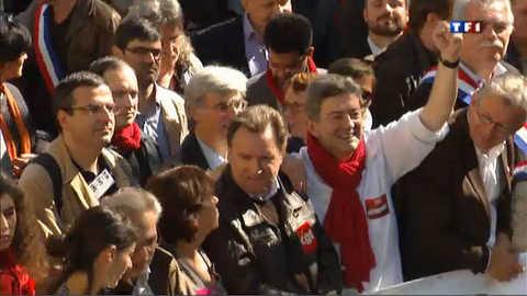 Paris : grande manifestation contre le traité européen