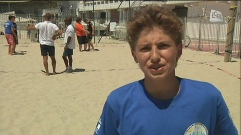 Passeport 13: jeunes et policiers sur la plage