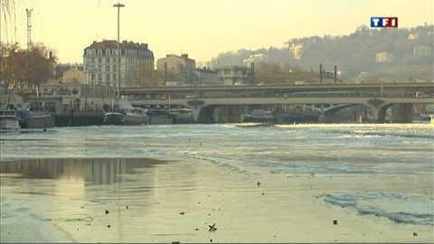 Paysage lunaire sur la Saône transformée en banquise