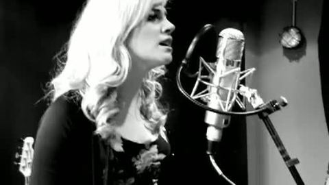 Pixie Lott - _Use Somebody_ ( Kings Of Leon Acoustic Cover)