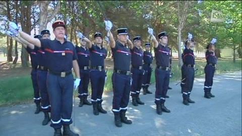 Les pompiers marchent au pas! (Marseille)