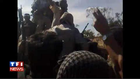 Les premières images de la capture de Kadhafi