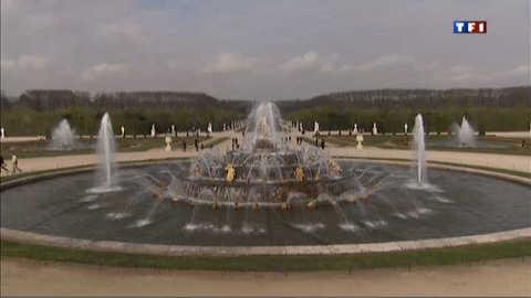 Au printemps, les Grandes Eaux de Versailles rejaillissent