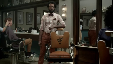 Pub Nike: Balotelli chez le coiffeur pour l'Euro 2012