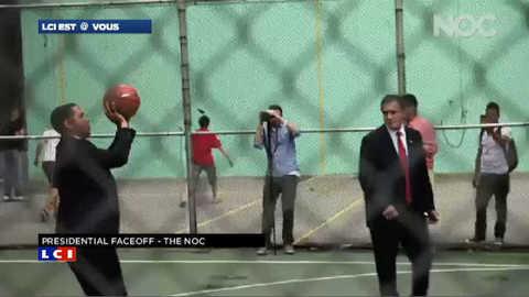 Quand Obama et Romney s'affrontent sur un terrain de basket