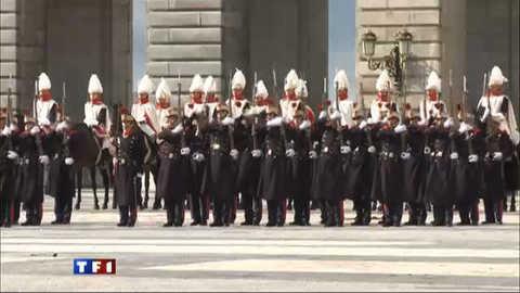 La relève de la garde royale espagnole au son des tambourins