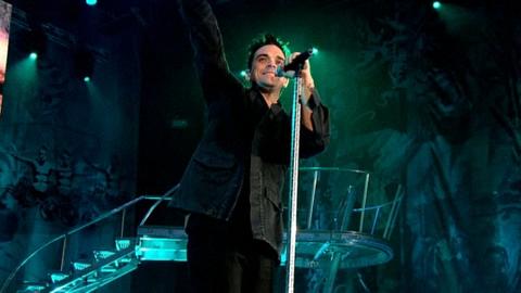 Robbie Williams - Feel (Live At Knebworth)