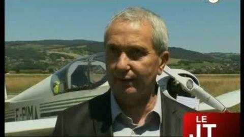 Roger Fumaz reçoit la médaille de l'aéronautique (Annecy)