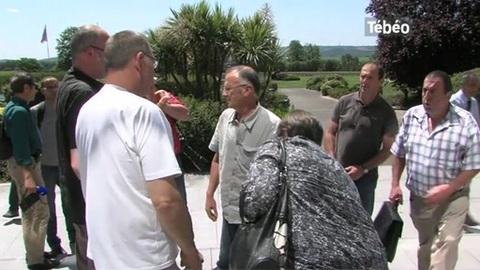 Les salariés du groupe Doux attendent le délibéré (Quimper)