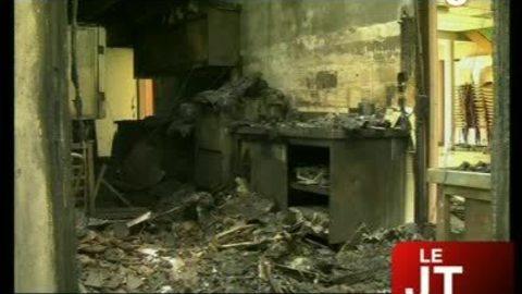 La salle des fêtes détruite par les flammes (Seynod)
