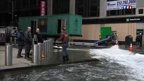 Sandy : malgré la menace d'une marée noire, la vie reprend son cours à New York