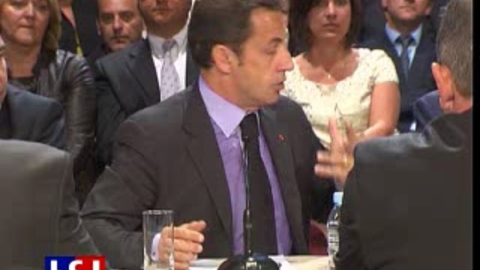 Sarkozy rencontre les salariés d'une usine de yaourt
