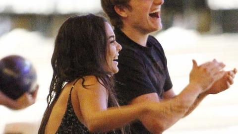 Soirée bowling pour Josh Hutcherson et Vanessa Hudgens à Studio City