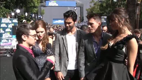Teen Wolf - Interview du Cast par Christian Siriano aux MTV Movie Awards 2011