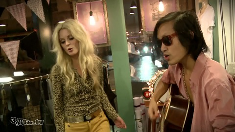 The Asteroids Galaxy Tour - Heart Attack - Live acoutique