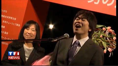 """Tokyo : un micro en pleine rue pour hurler """"je t'aime"""" pour la St Valentin"""