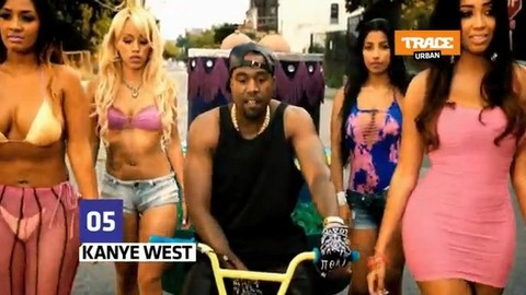 """Top Fashion : Kanye West dans """"Birthday Song"""""""