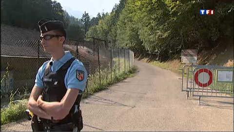 Tuerie en Haute-Savoie : la recherche d'indices se poursuit à Chevaline