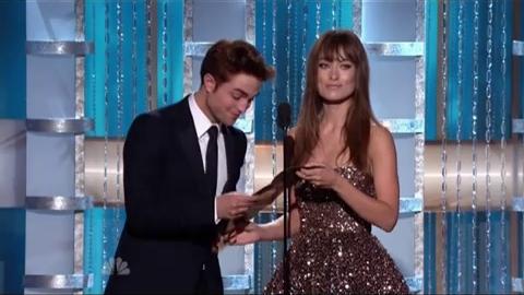 Twilight - Robert Pattinson remet un Prix aux Golden Globes 2011