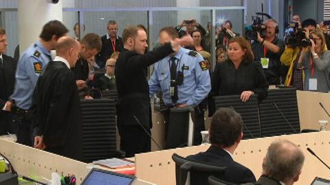VIDEO : 1ère provocation d'Anders Breivik à l'ouverture de son procès