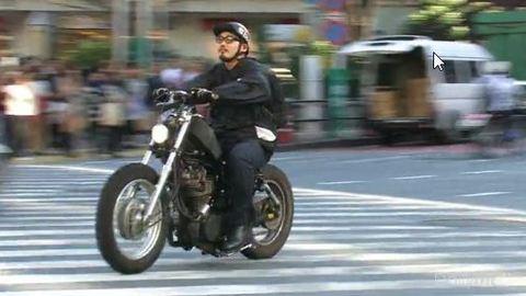Vidéo 2/2 : dis c'est comment la moto à Tokyo ?