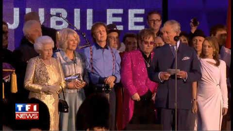 """VIDEO : le """"hip hip hip houra"""" du Prince Charles pour la Reine"""