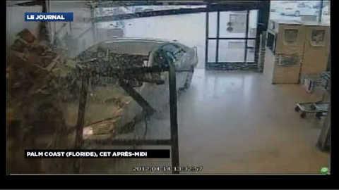 VIDEO : Une voiture folle entre avec fracas dans un supermarché