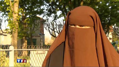 Voile intégral : coup d'éclat de femmes en niqab au 1er jour de la loi