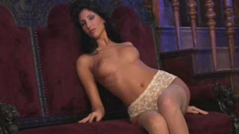 Yasmine, le sex appeal à portée de clics